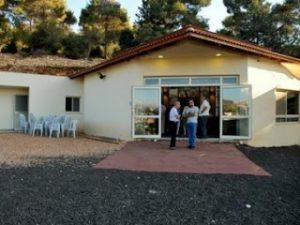 כניסה לבית הכנסת