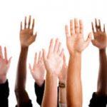 אילוסטרציה: מתנדבים מושיטים ידיים